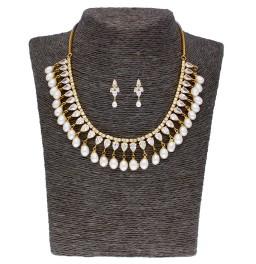 Laya Pearl Necklace