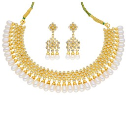 Glamorous Pearl Necklace